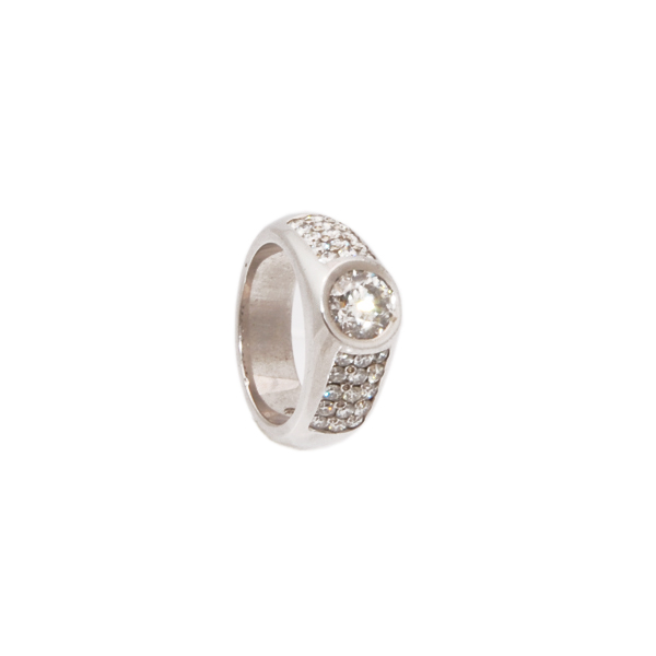 14k w/g Diamond weight 2.01ct Centre